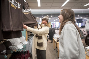 Mother and daughter shop in the Lehigh bookstore during Family Weekend.